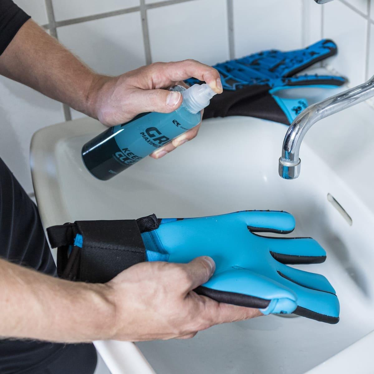 Grip Maximizer 2.0 catch and keep torwarthandschuhe grip spray Anwendung Spühlen